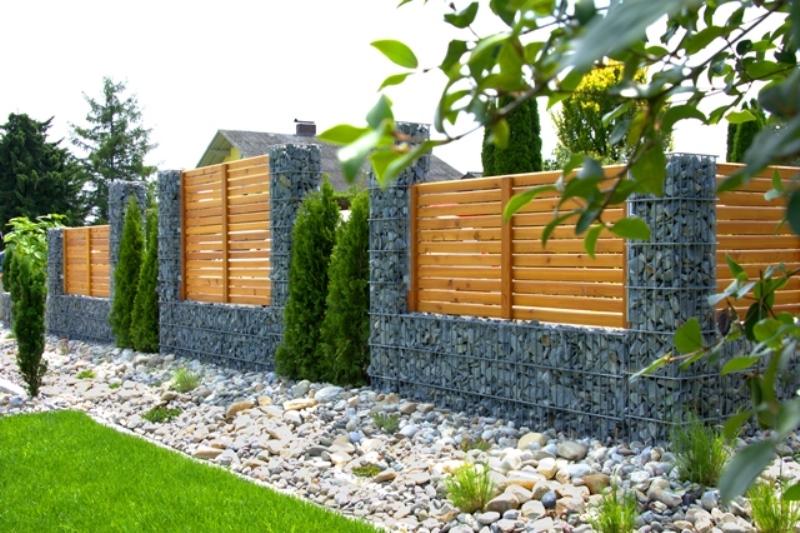 Holz Stein Rembart Holz Im Garten