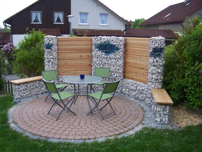 Holz & Stein: Rembart - Holz im Garten