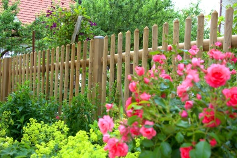gartengestaltung mit staketenzaun staketenzaun: rembart - holz im garten